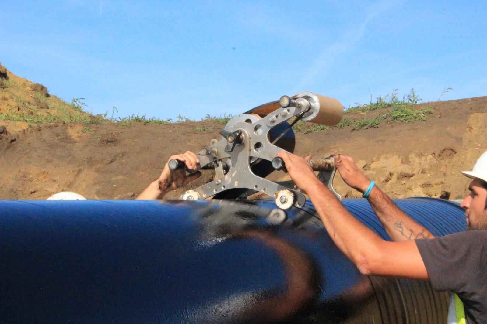 Ovíjení potrubí pomocí strojku
