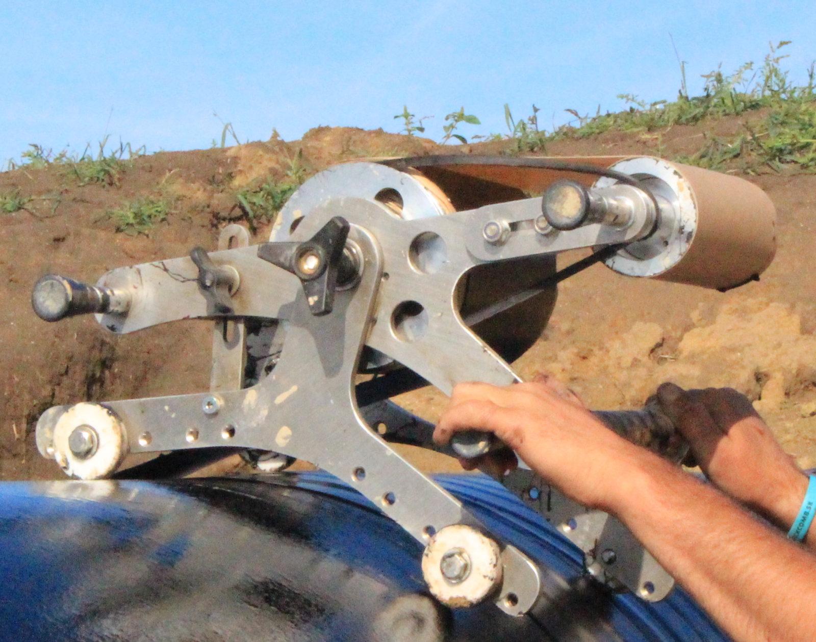 Detailní pohled na strojek při navíjení pásky Serviwrap