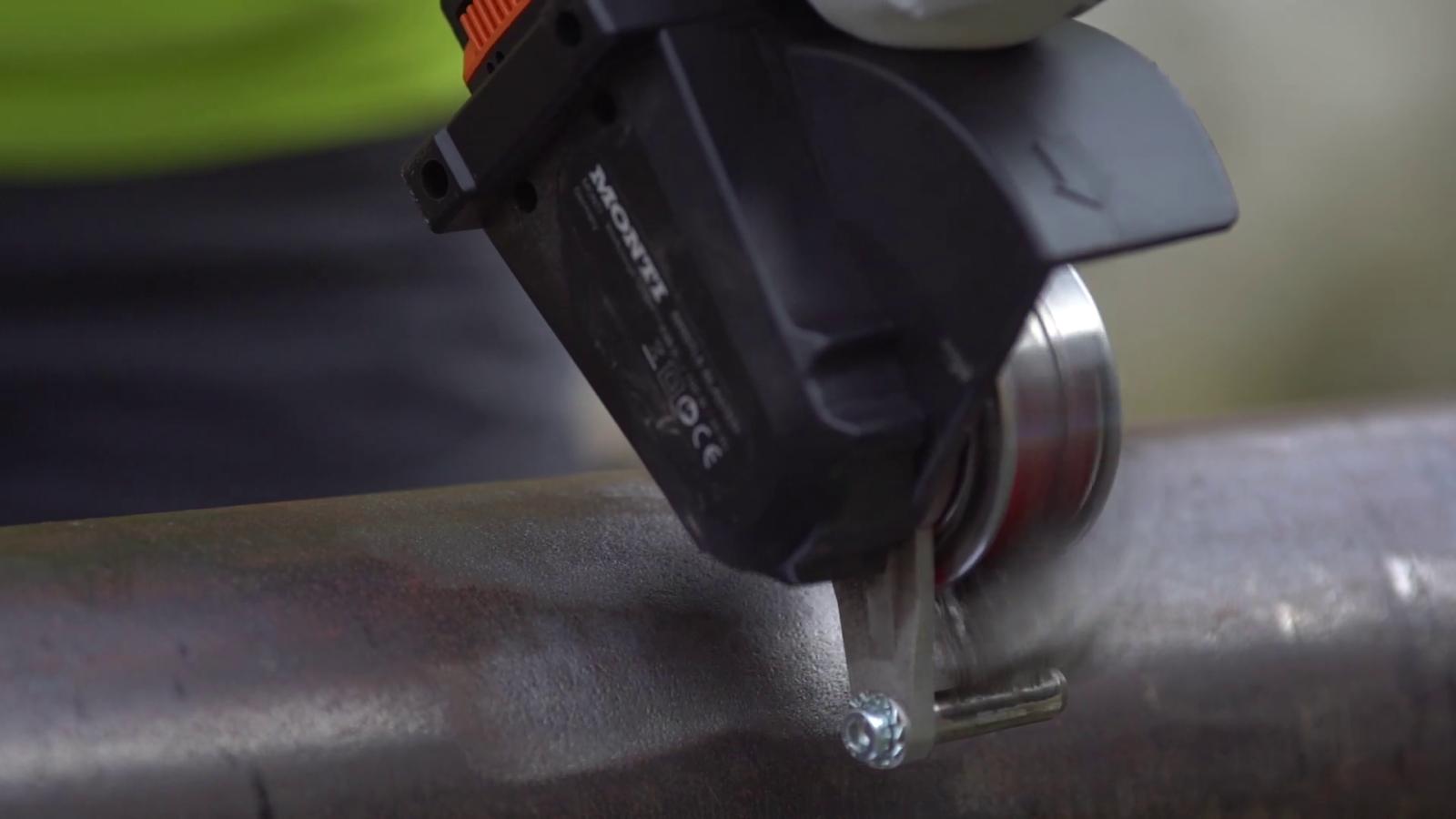 Důkladné očištění povrchu nástrojem Bristle Blaster